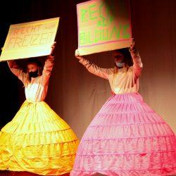 Tanz mit Kinderrechte-Demoschildern